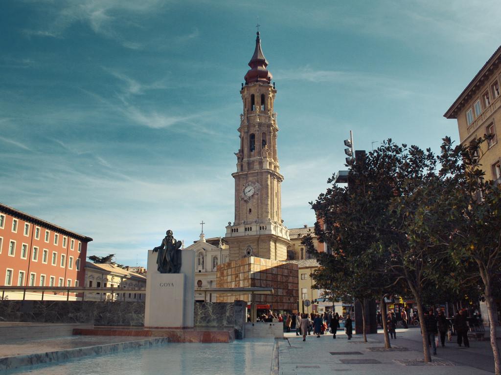 Veinte colectivos respaldan a Zaragoza en su acción legal contra las inmatriculaciones de la Iglesia