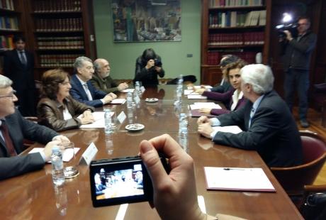 Broto y Celaya exigen a la ministra de Sanidad, Servicios Sociales e Igualdad una financiación adecuada para Aragón