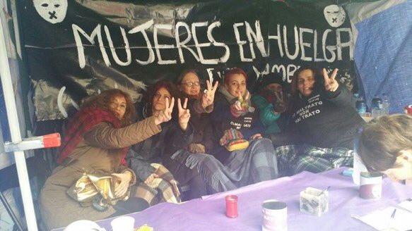 Las mujeres de Sol abandonan la huelga de hambre