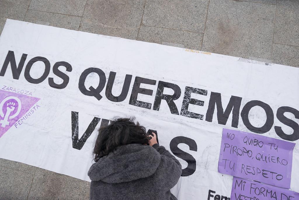 Sentada de resistencia en Zaragoza en apoyo a las mujeres acampadas en Sol