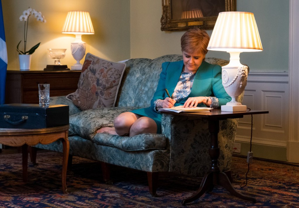 Escocia solicita formalmente a Londres un nuevo referéndum de independencia