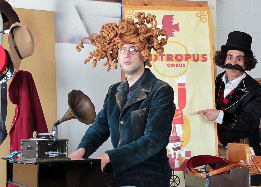 """Arbolé acoge el estreno de """"Zootropus Cirkus"""", una increíble y fantástica historia escrita por Daniel Nesquens"""