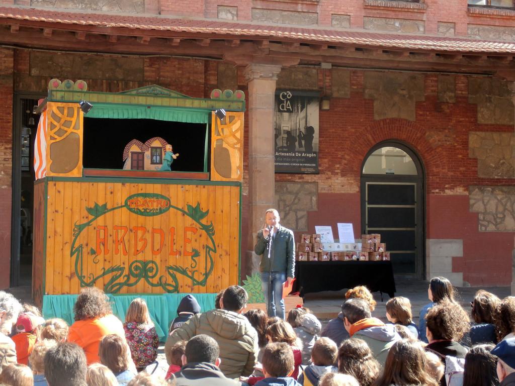Teatro Arbolé representa el espectáculo 'Títeres de cachiporra' en el Día Internacional del Libro Infantil