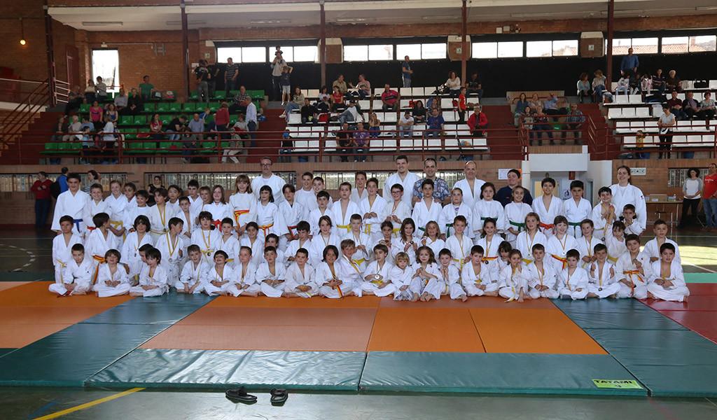 80 jóvenes judocas participan en el VIII Torneo Miknas-sa Al Zaytun de Mequinensa