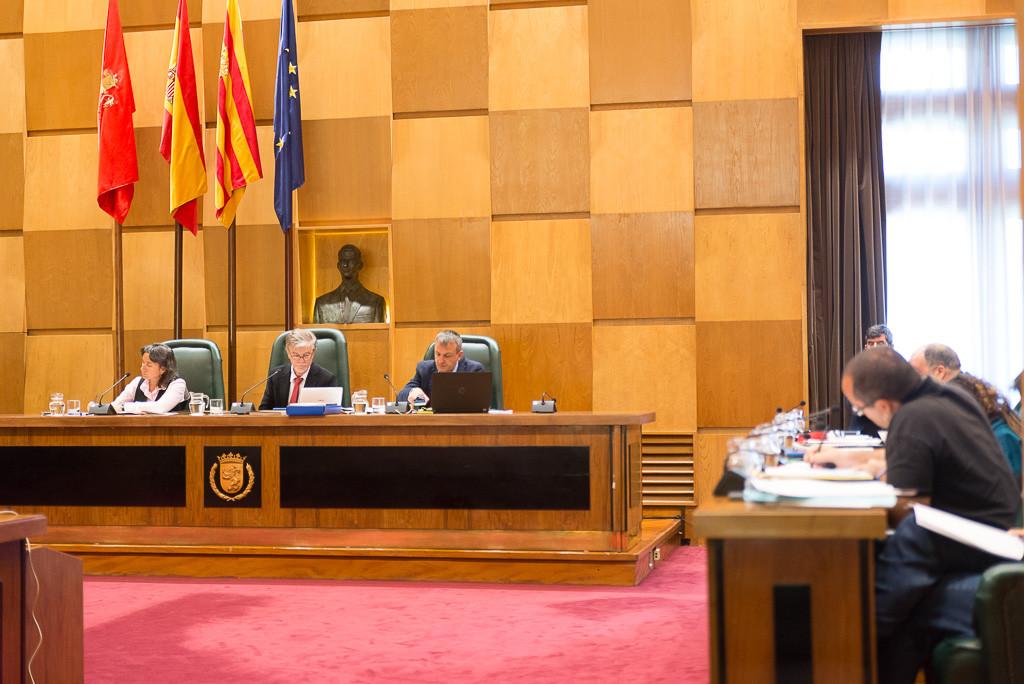 El Pleno de Zaragoza insta a Montoro a eliminar las limitaciones a tasa de reposición en los Presupuestos Generales del Estado