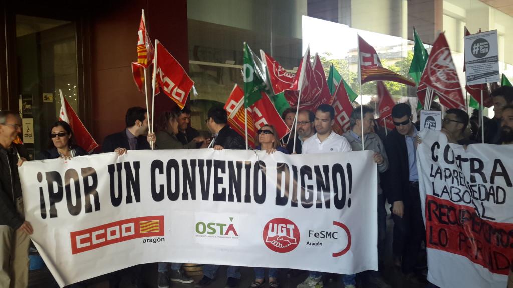 Los trabajadores y trabajadoras del sector hostelero se concentran frente al Certamen Gastronómico de Horeca