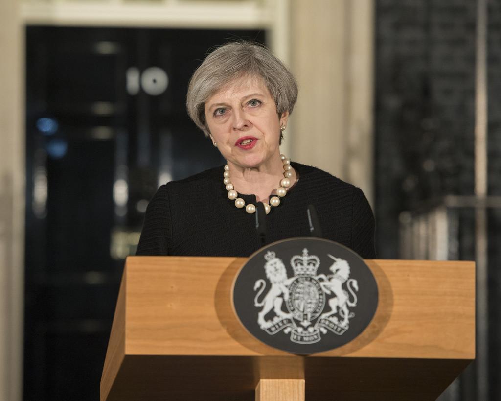 May supera la moción de confianza como líder de un Partido Conservador dividido ante el Brexit y las críticas de la oposición