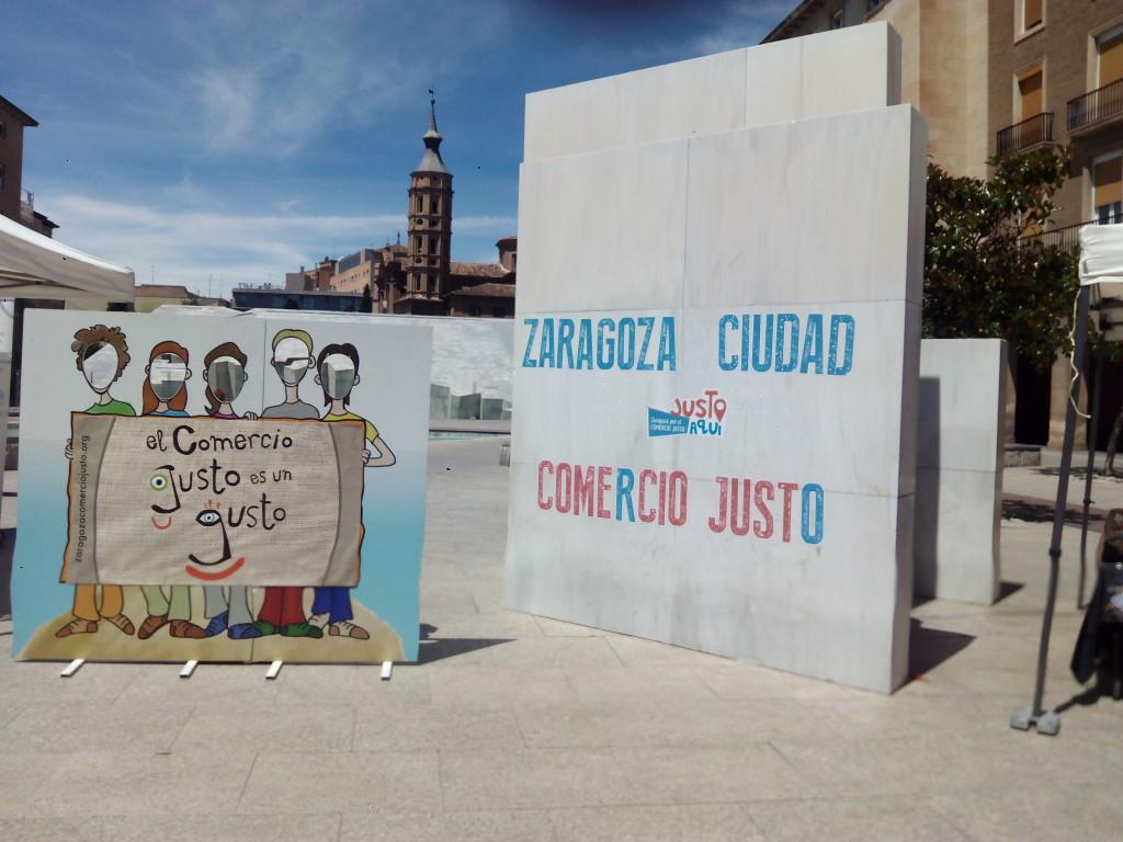 La ciudadanía de Zaragoza se vuelca con la XIV Lonja del Comercio Justo 2017