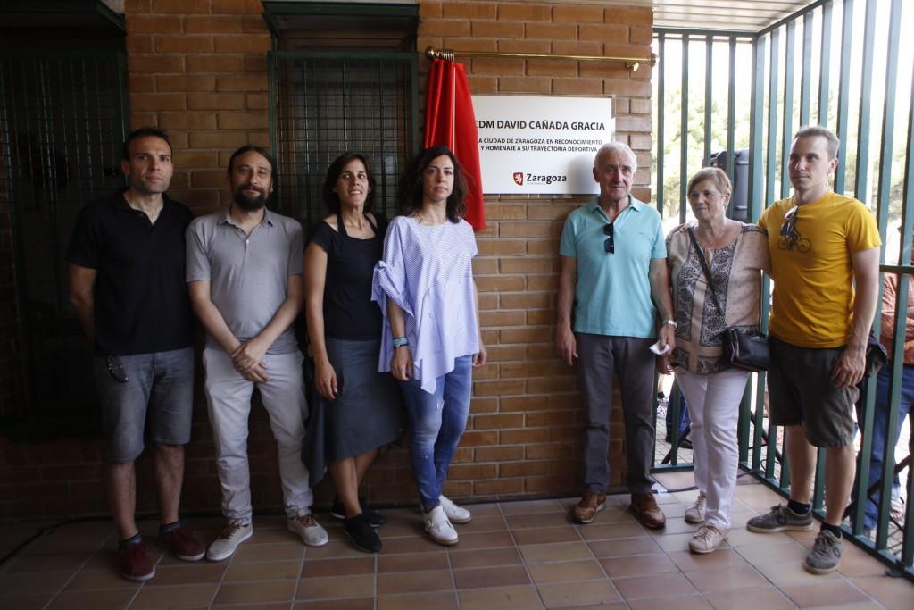 El Ayuntamiento de Zaragoza rinde un homenaje al ciclista David Cañada