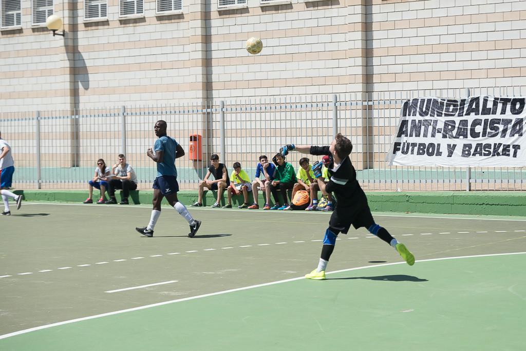 [FOTOS] Más de 500 personas participan en el 9º Mundialito Antirracista de Zaragoza