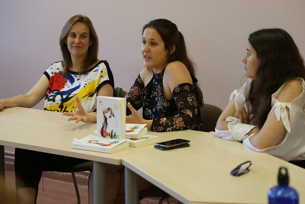 La joven escritora Paula Peralta anuncia que está trabajando en una trilogía ambientada en Mequinensa