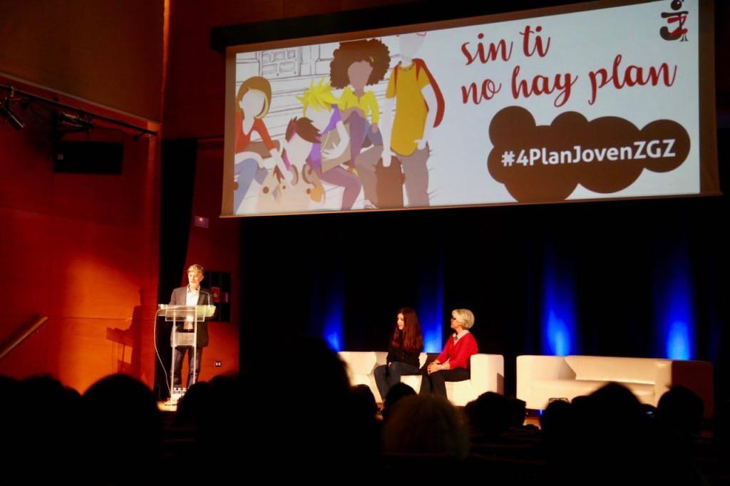 """Santisteve pide a las y los jóvenes que sus ideas """"actúen de locomotoras de cambio en la ciudad"""""""