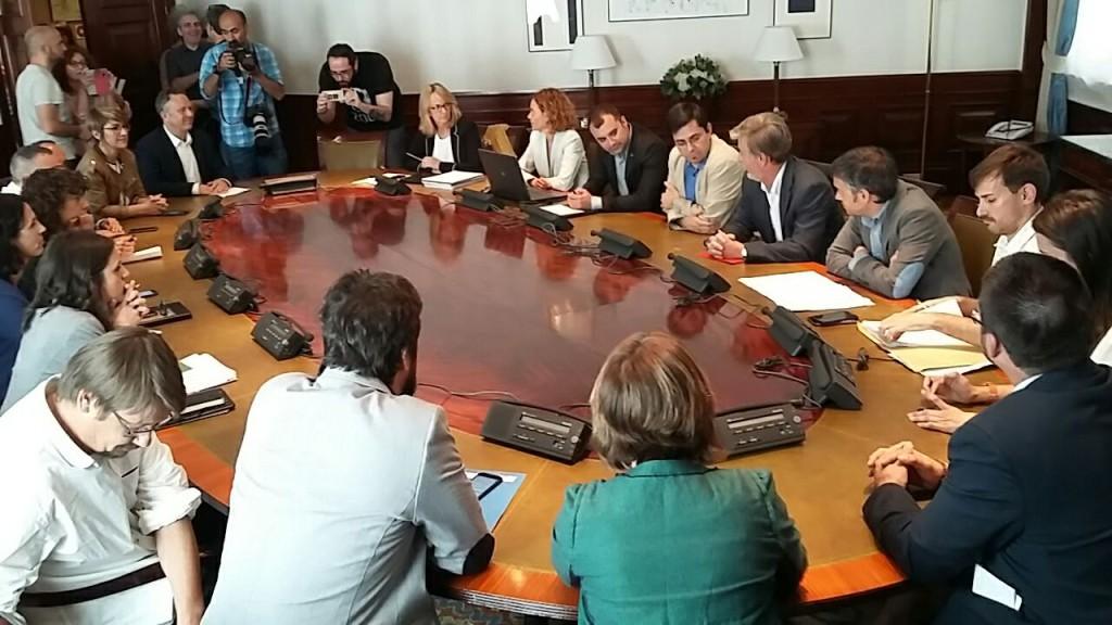 Representantes municipales reclaman ante el Congreso español la retirada de limitaciones en materia de financiación local