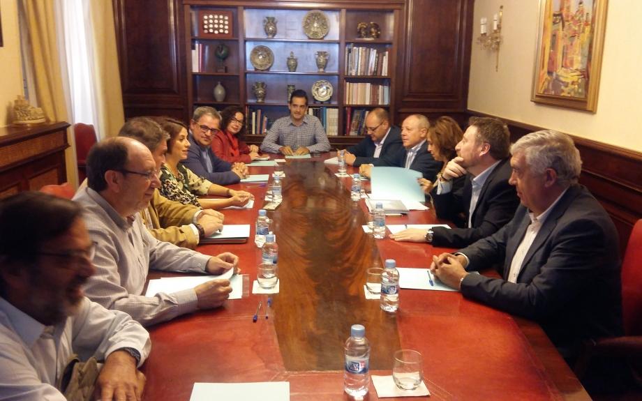 El Gobierno de Aragón entrega al Ayuntamiento de Teruel el proyecto sobre el Memorial de la Paz