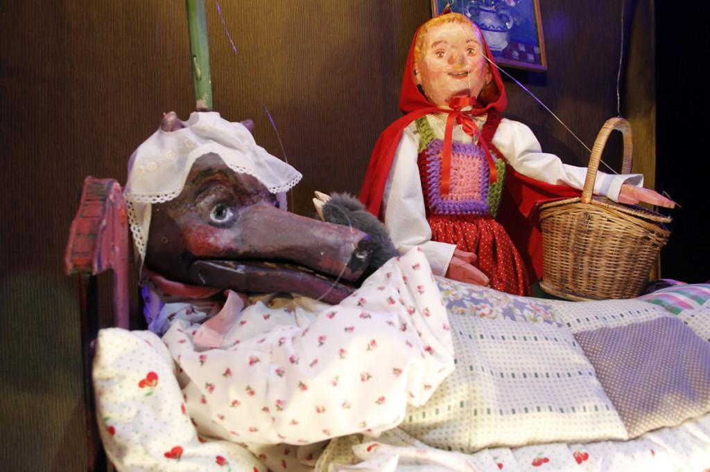 Teatro La Estrella presenta 'Caperucita y otros lobos'