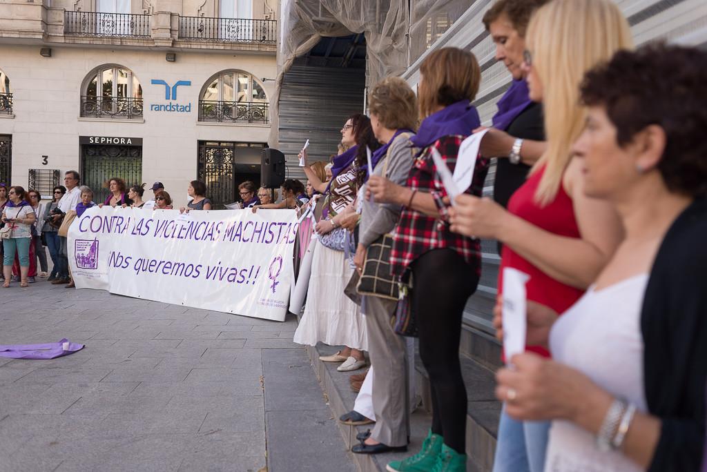 Concentración contra la violencia machista en Zaragoza