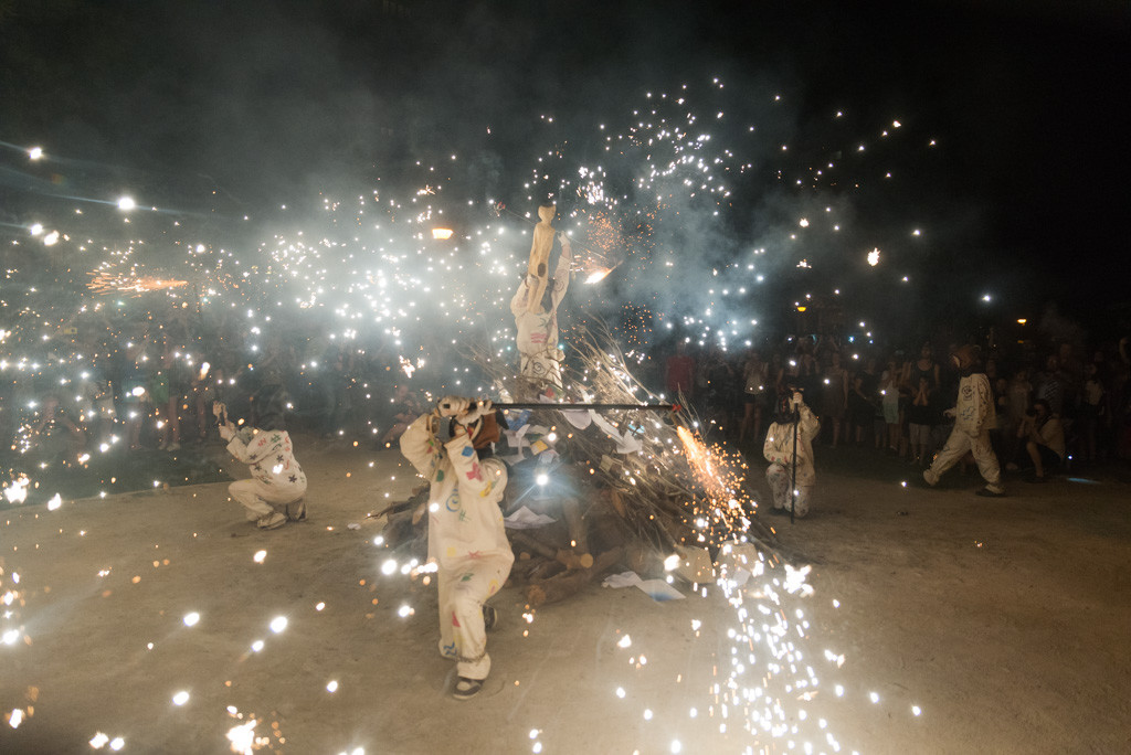 La Madalena continúa ardiendo en su XXX Semana Cultural