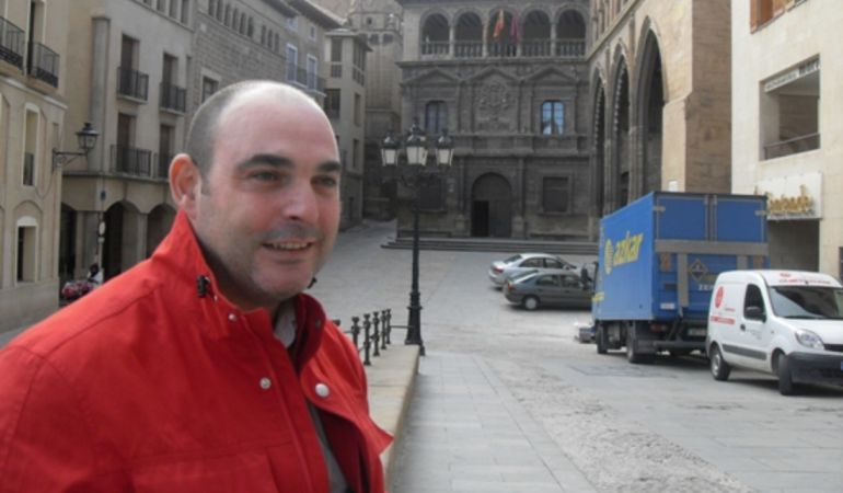 """El alcalde de Alcanyiz (PP) """"no está por la labor"""" de retirar la placa de la Plaza del Caudillo de Valmuel"""