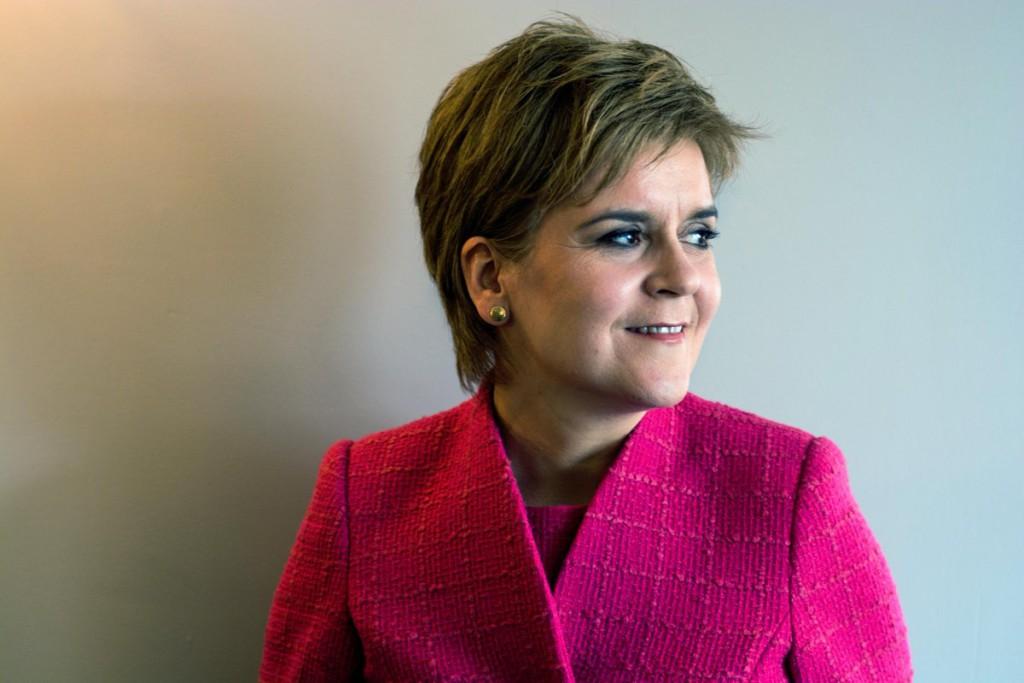 Sturgeon pone en pausa los planes para un segundo referéndum de independencia en Escocia