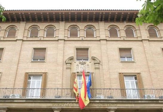 Subdelegación del Gobierno en Uesca solicita una sanción de 300 euros a dos activistas de PAH Fraga por colocar adhesivos en sucursales de Ibercaja
