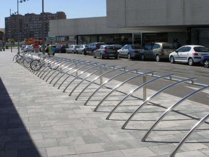 Zaragoza contará en sus calles con casi 10.000 plazas para bicicletas con 439 nuevos aparcabicis