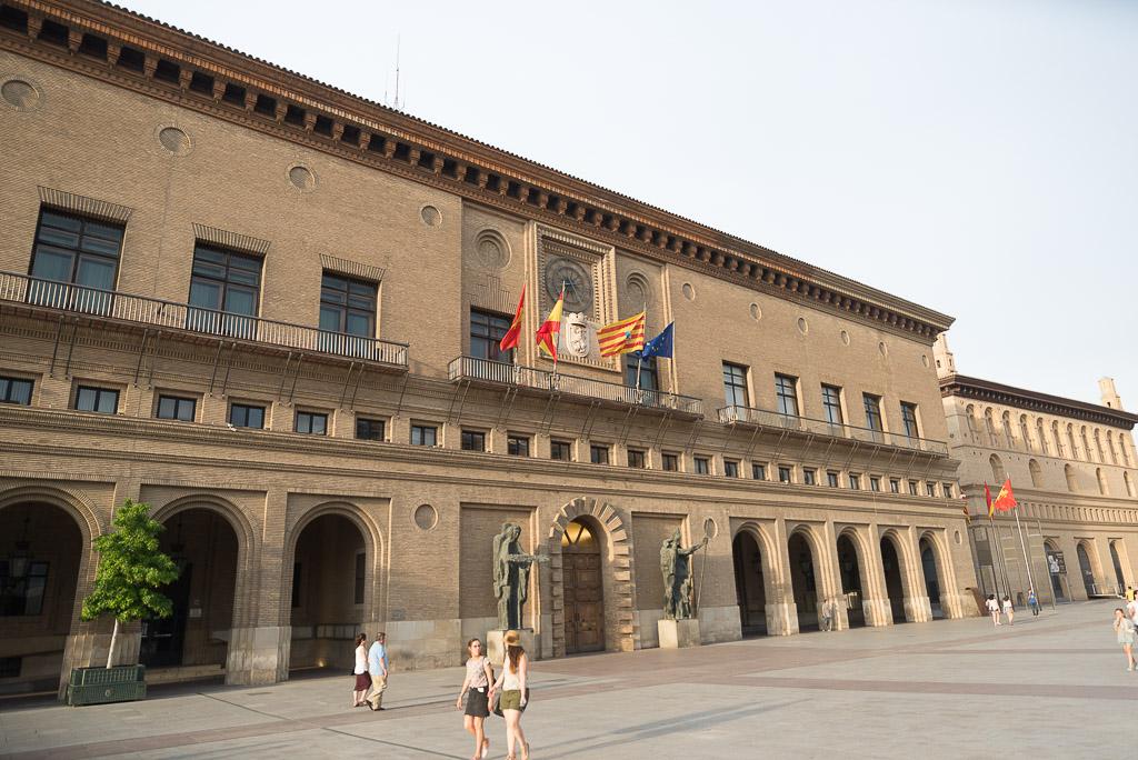 el ayuntamiento de zaragoza vender a la maz el edificio
