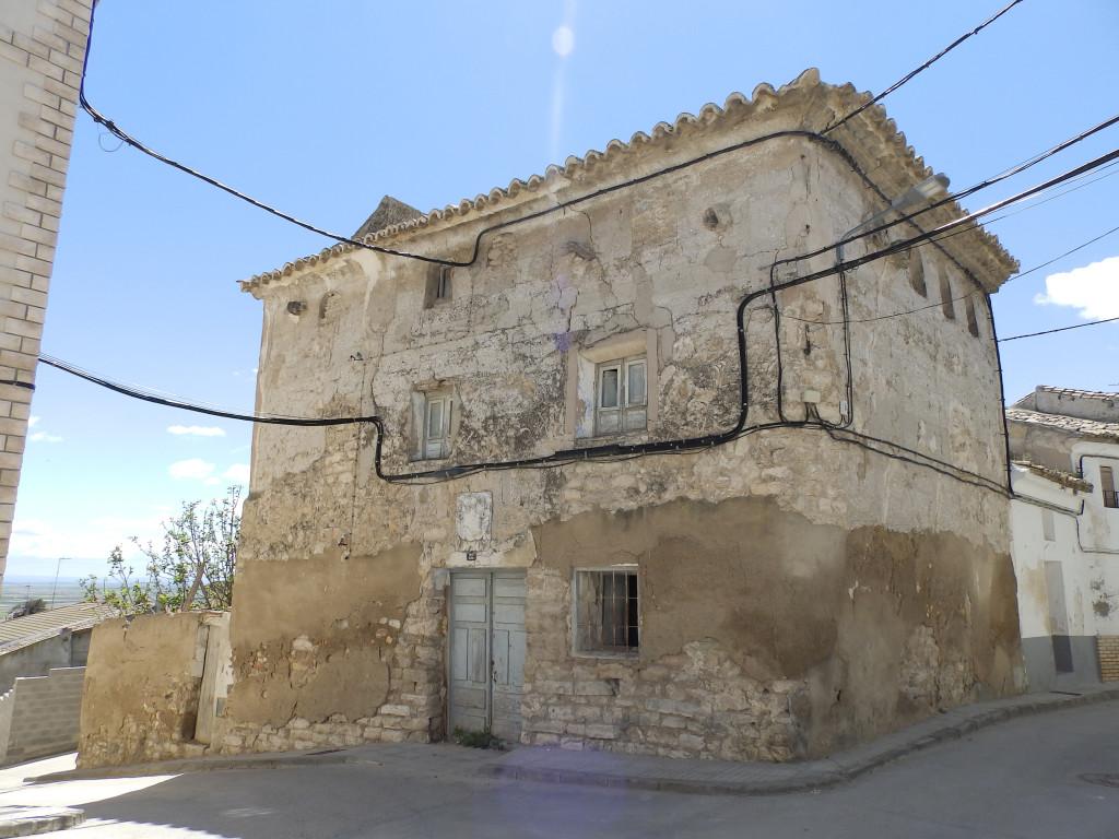 El Ayuntamiento de L'Almolda derriba una casona histórica sin estar resuelta su catalogación