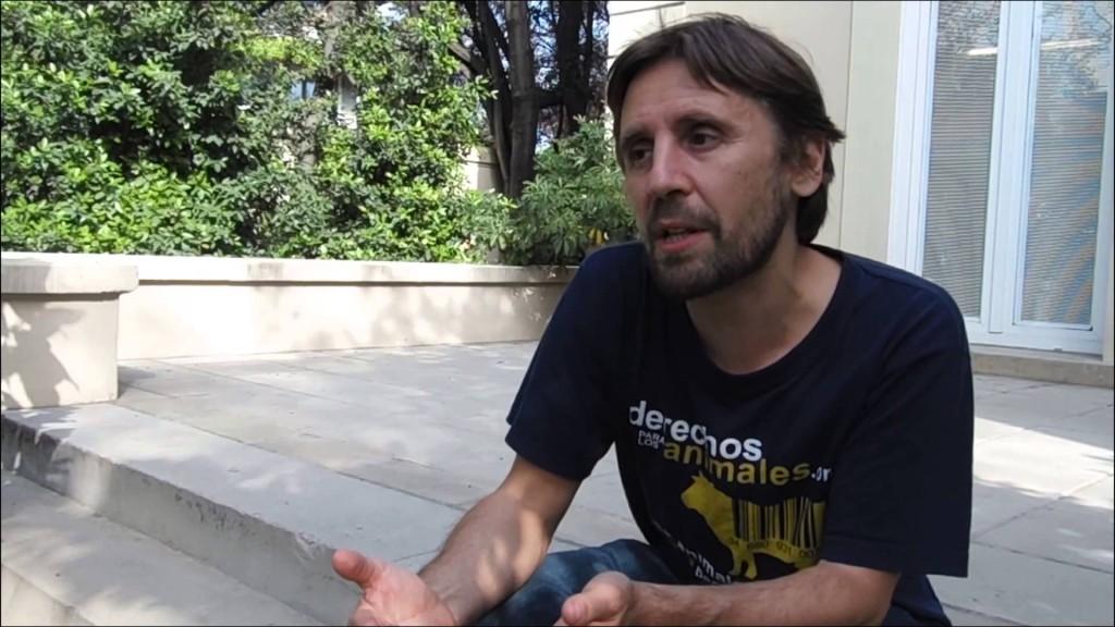 """Óscar Horta presenta """"Un paso adelante en defensa de los animales"""" en la Pantera Rossa"""