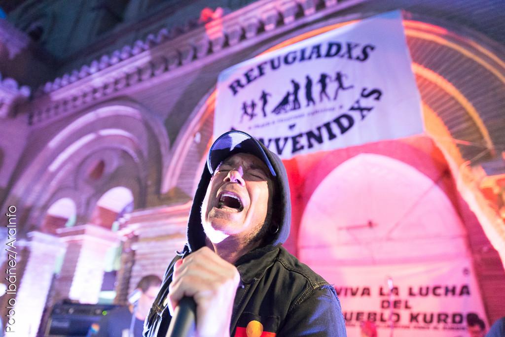 Fer durante el concierto de los Sapos en el CSO Kike Mur de Zaragoza, el 23 de abril. Foto: Pablo Ibáñez (AraInfo)