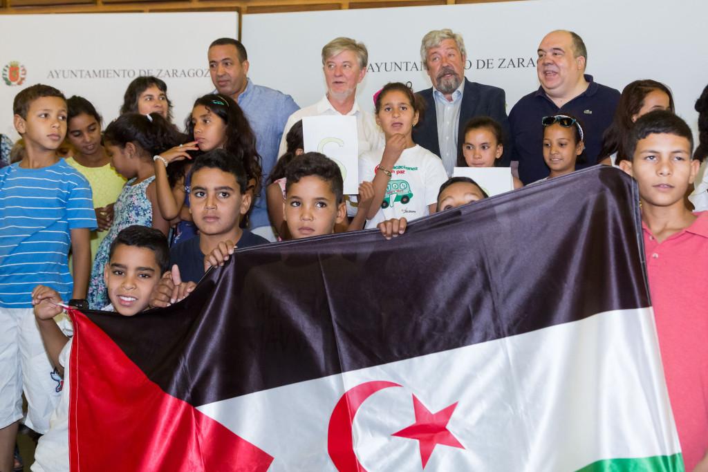 El Ayuntamiento de Zaragoza recibe a los niños y niñas saharauis del Proyecto Vacaciones en Paz
