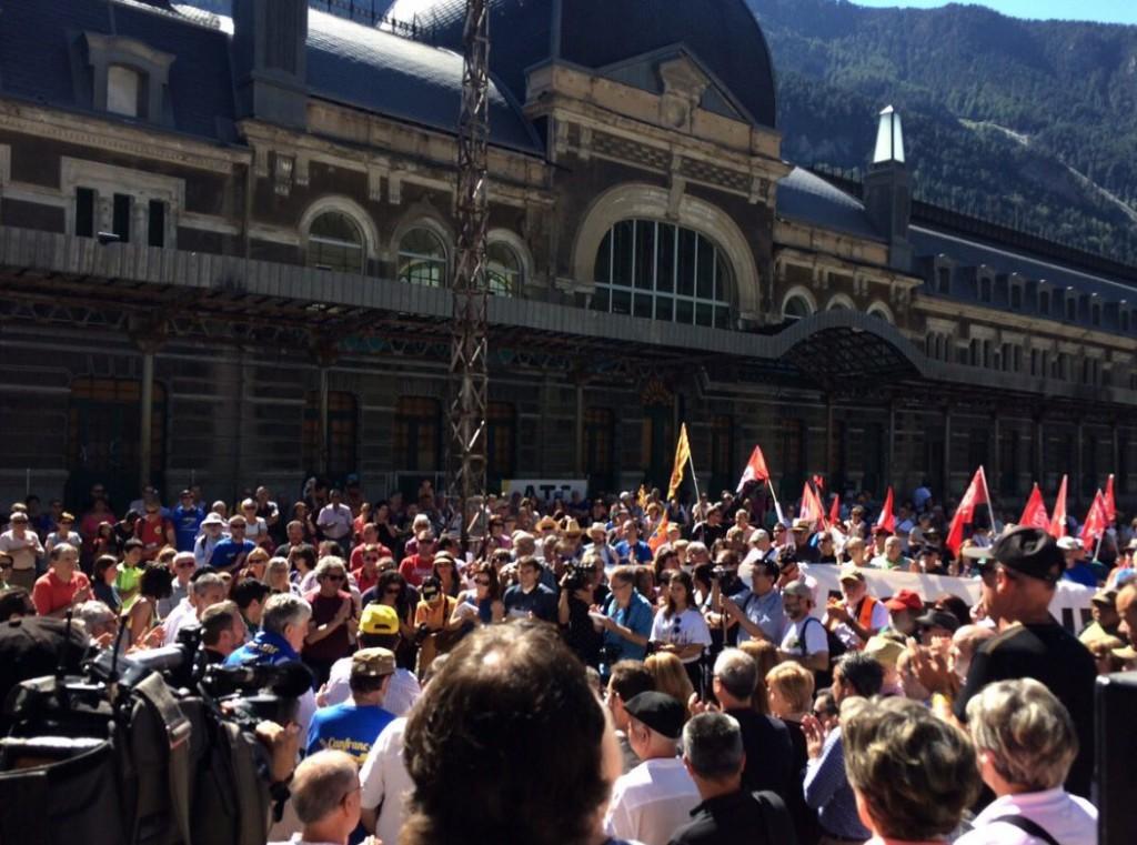 Cientos de personas reclaman la reapertura del Canfranc