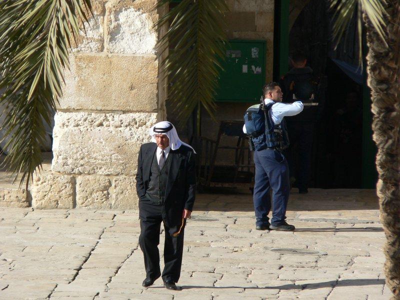 """Israel reemplaza los detectores de metal de la Explanada de las Mezquitas por """"controles de seguridad inteligentes"""""""