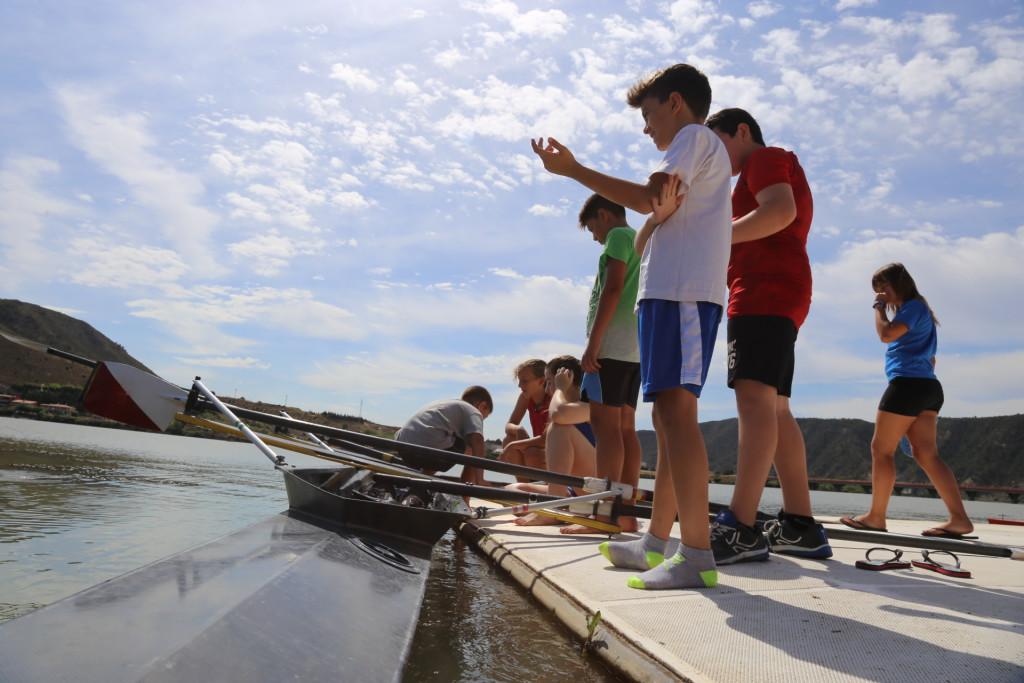El Capri Club de Mequinensa oferta dos cursos de iniciación al remo este verano