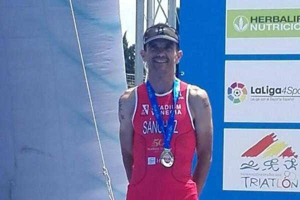 Jesús Sánchez, deportista del St. Venecia, se hace con el título de subcampeón estatal de acuatlón