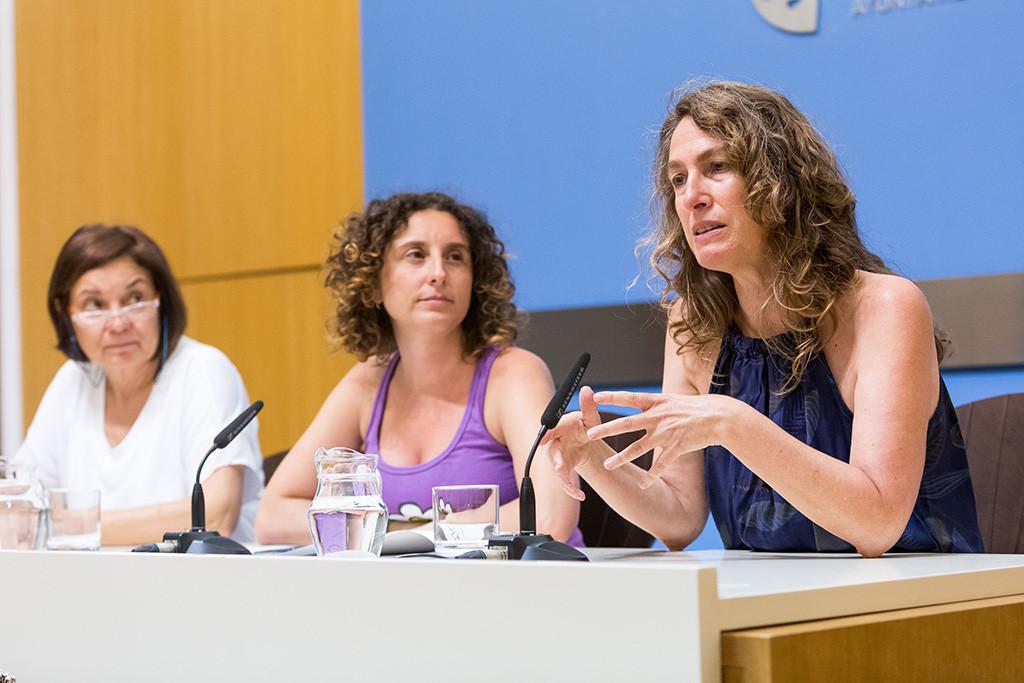 Zaragoza facilita la identificación de género a las personas transexuales en las acreditaciones municipales