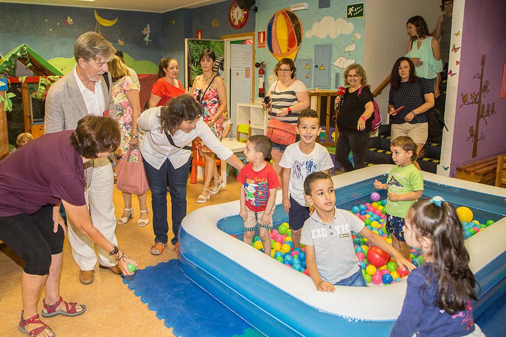 Santisteve reivindica los centros municipales de tiempo libre como espacios infantiles para jugar y experimentar en igualdad