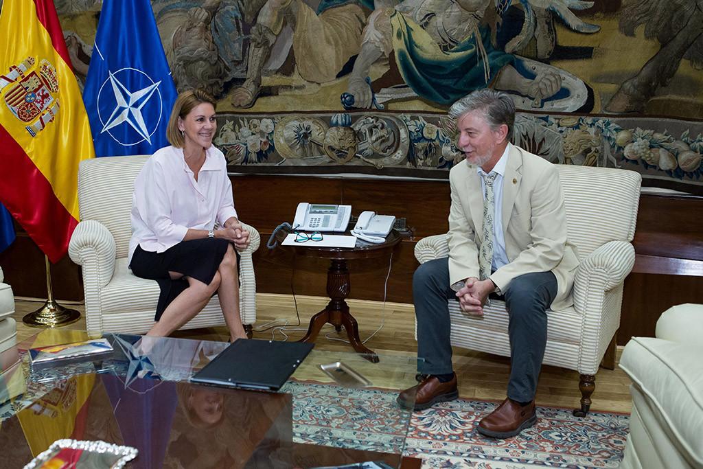 Santisteve pide a Cospedal que Zaragoza tenga una compensación por las afecciones militares