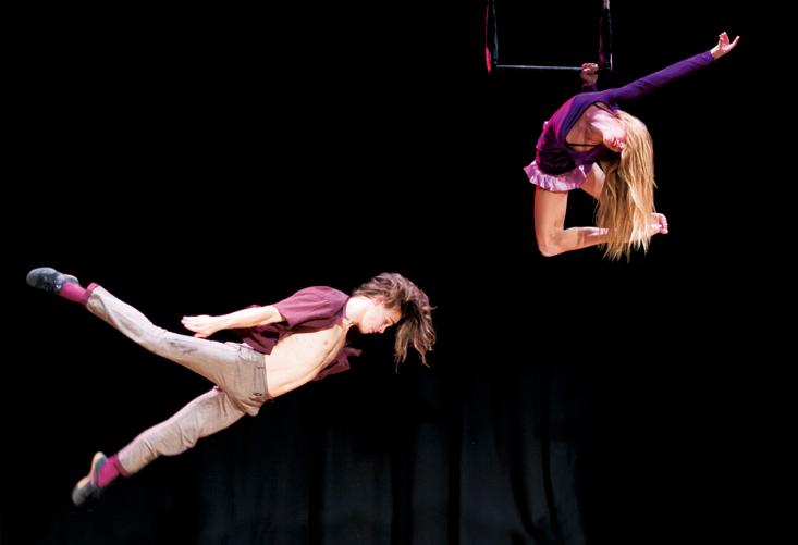 'Tardienta al fresco', un programa doble de artes circenses y música