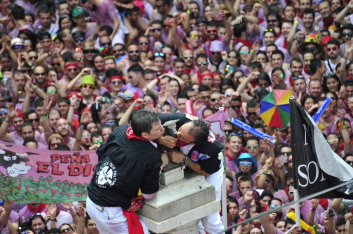 El Torico luce pañuelo y Teruel vibra con la fiesta
