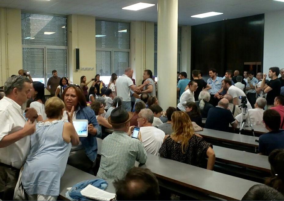 La derecha antichavista trata de boicotear una charla en la Universidad de Zaragoza