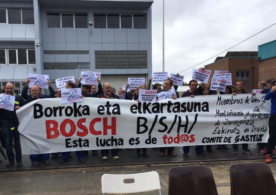 Trabajadores y trabajadoras de BSH Bosch de Zaragoza, Gasteiz y Ezkirotz comparecen en defensa de sus puestos de trabajo