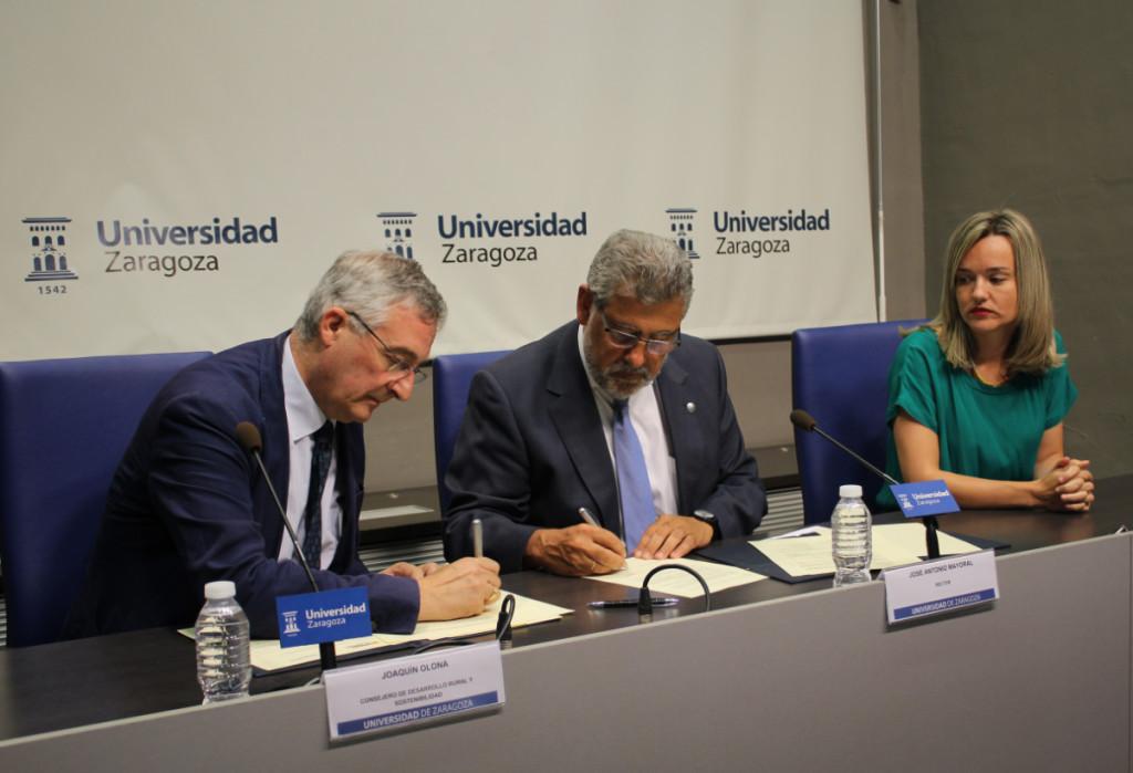 Firma convenio entre el Gobierno de Aragón y la Universidad de Zaragoza para la descontaminación del lindano.