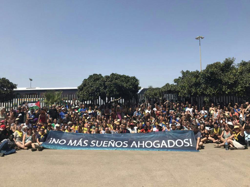 Foto de familia de la Caravana Abriendo Fronteras.