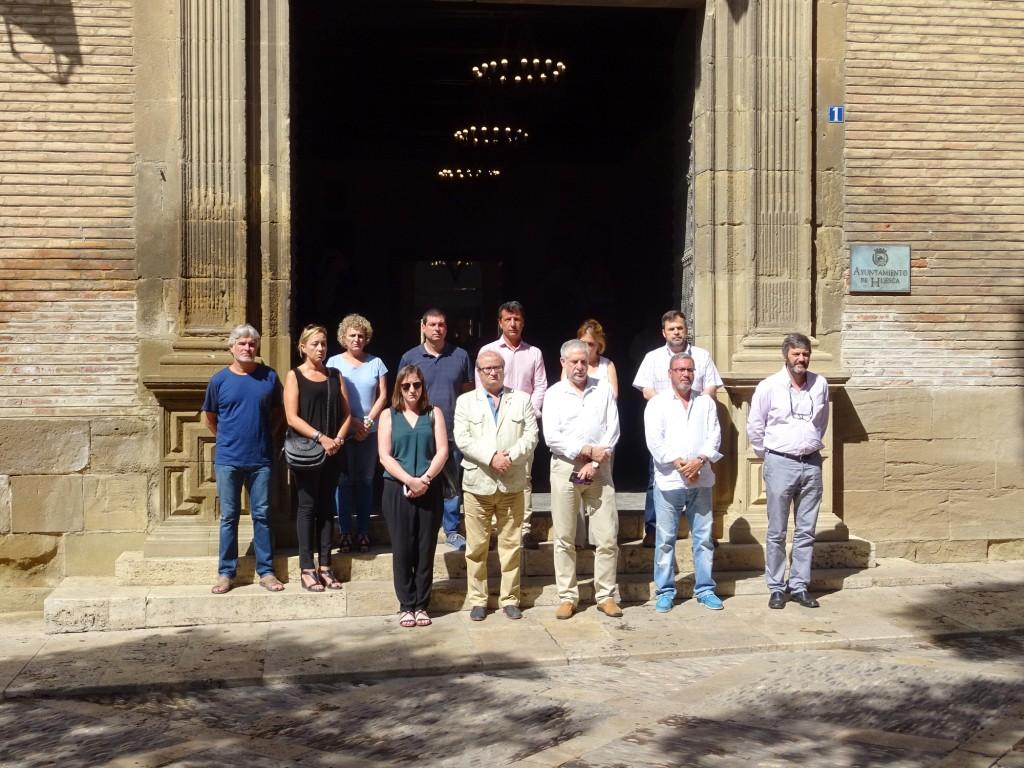 Los ayuntamientos aragoneses condenan los atentados de Barcelona y Cambrils