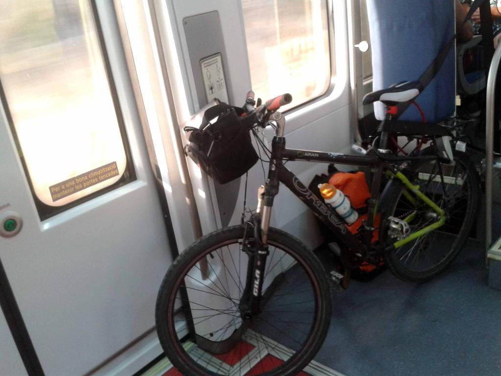 Transporte público y bicicletas, lento pero seguro