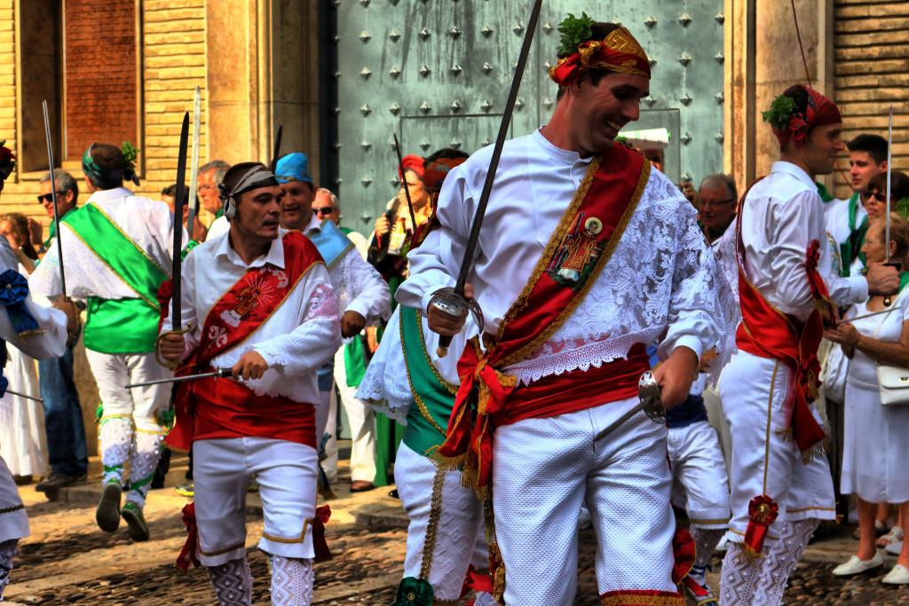 Huesca: impresiones de danzantes