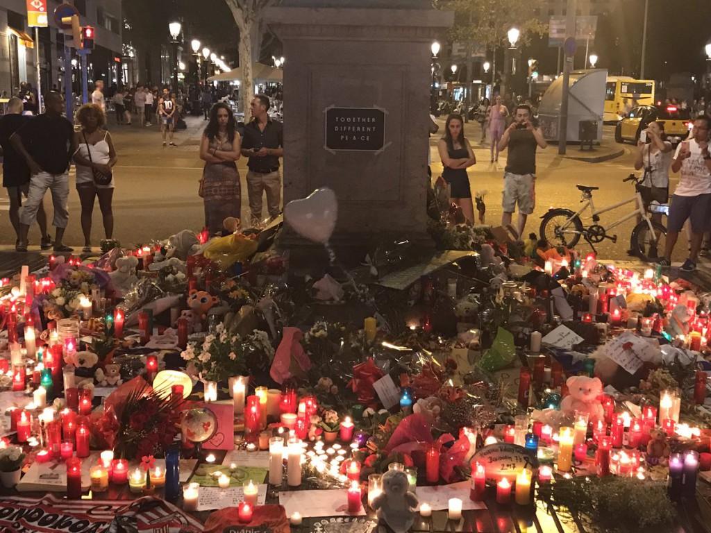 """""""No tinc por"""", la solidaridad se impone ante el terror en Catalunya"""