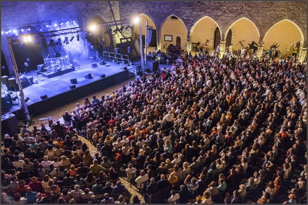 Ara Malikian reinó con su violín en el castillo de Mora de Rubielos
