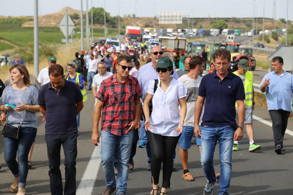 Agricultores y agricultoras de Mequinensa se suman a las protestas por la situación que atraviesa el sector frutícola