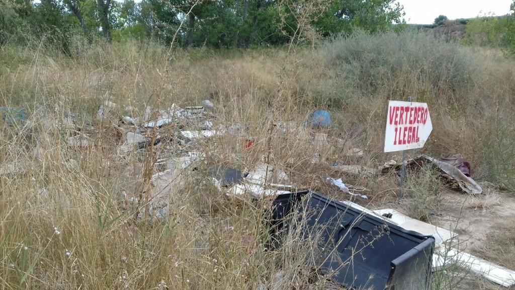 Eliminado uno de los vertederos ilegales en Fraga después de la investigación abierta por SEPRONA